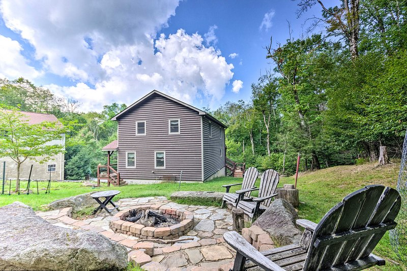Discover the beauty of the Blue Ridge Mountains from this vacation rental cabin!