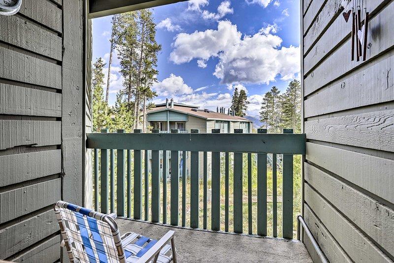 Goditi i panorami di montagna dal balcone di questa casa vacanza!