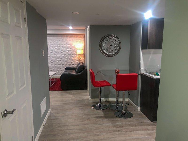 Private Modern Apartment in Prime Location, casa vacanza a Caledon