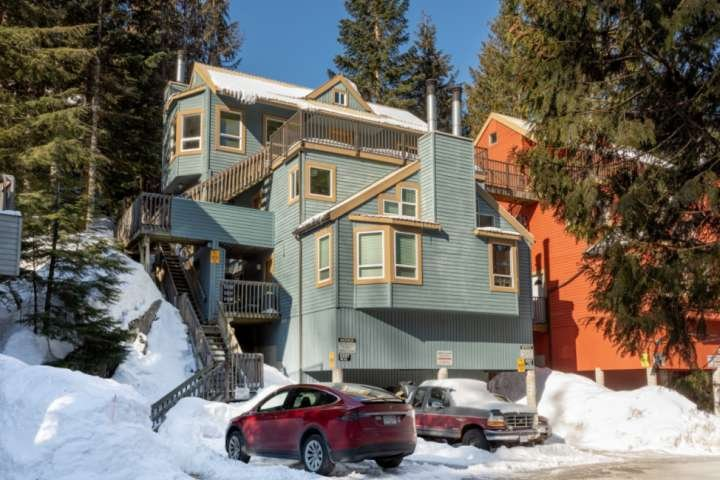 Professionally managed/cleaned by iTrip Vacations: Well cared for unit, 100 mete, holiday rental in Whistler
