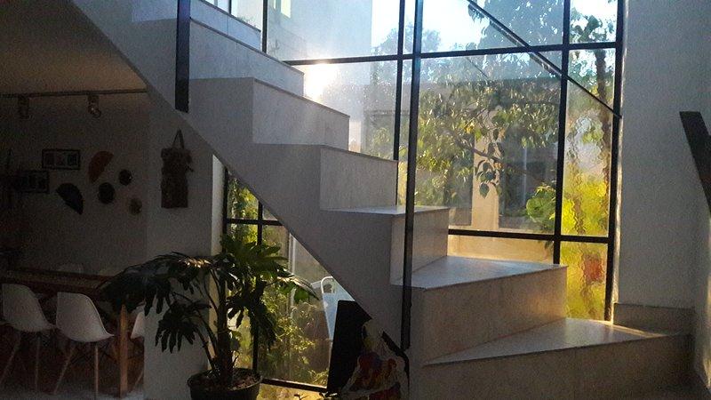 COMO EN CASA ,sólo para exigentes. Ambientes amplios, En un barrio tranquilo, holiday rental in Luis Guillon