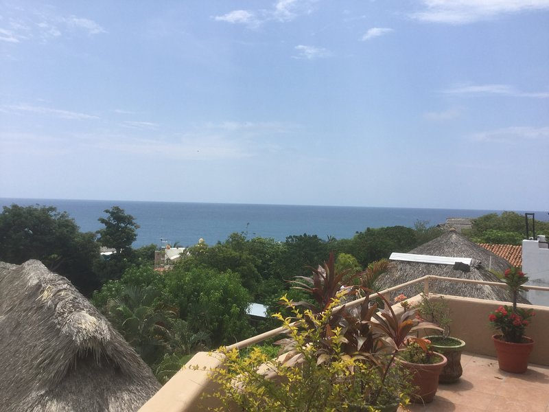Incredible ocean views, fully equipped unit with extra large balcony. Beautiful., vacation rental in Puerto Escondido