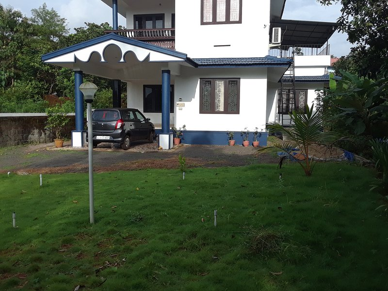 7Th Heaven in Kannur!Spacious ,spectacular 4 bedroom!Only 10mins from Airport..., vakantiewoning in Kannur