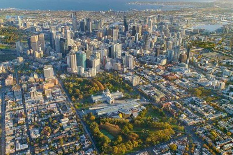 Splendida posizione, a 600 metri dal CBD di Melbourne, e si affaccia direttamente sui Carlton Gardens e sulla fiera