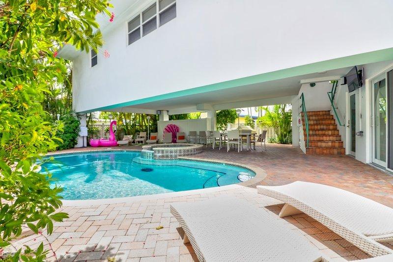 Cozy Condo shared pool/spa Walk to Beach – semesterbostad i Lauderdale by the Sea