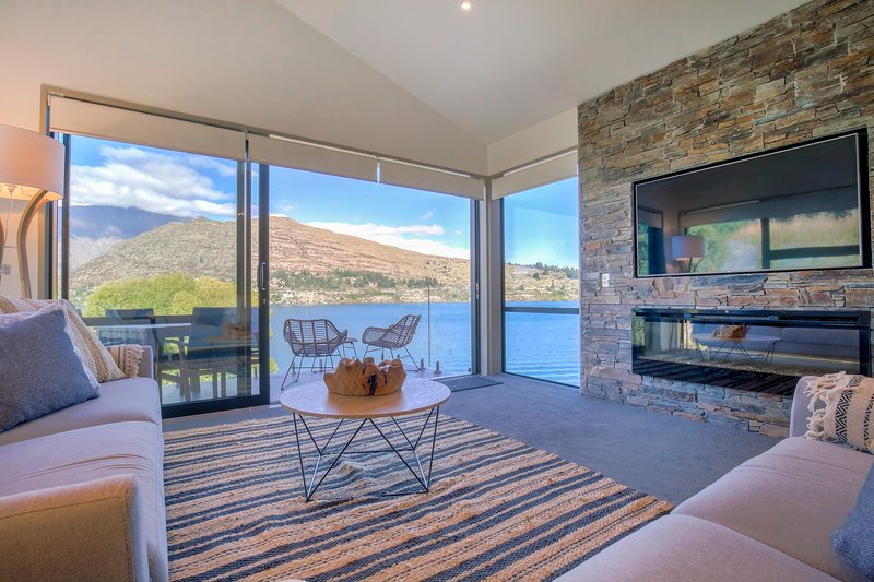 Absolute Lakefront, Absolute Serenity, holiday rental in Lower Shotover