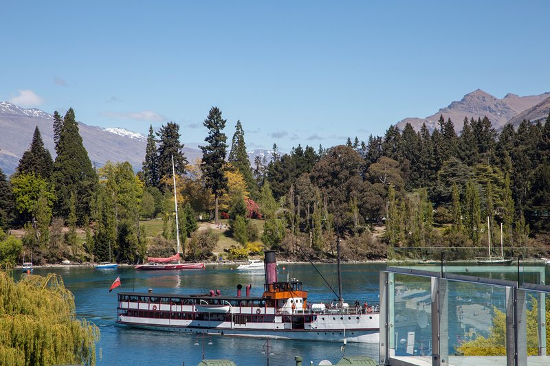 Enviable central Queenstown location with incredible views!