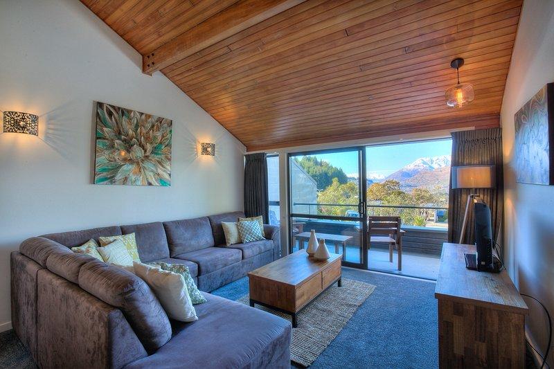 Alpine Haven, Panoramic Lake Views, holiday rental in Glenorchy
