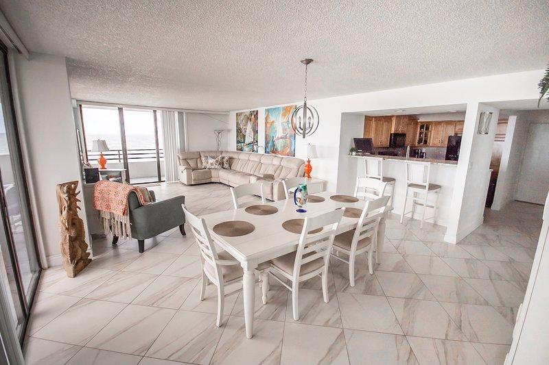 Beautiful Horizons  8th Floor Oceanfront 3/2, holiday rental in Daytona Beach