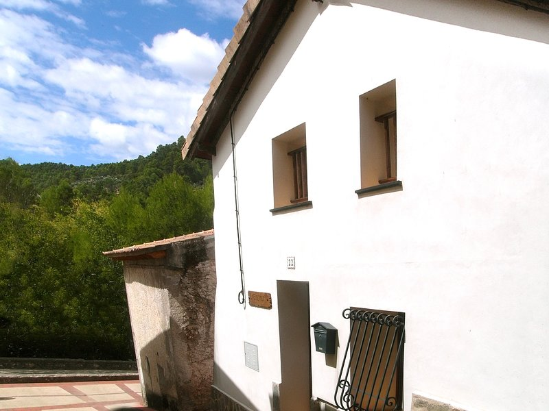 Casa Rural La Encina zona Río Mundo, holiday rental in Povedilla