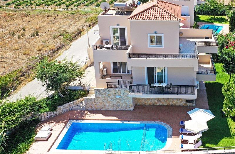 Modern villa,Walking distance to beach,Private pool,Near tavern,Chania 1, alquiler de vacaciones en Rapaniana