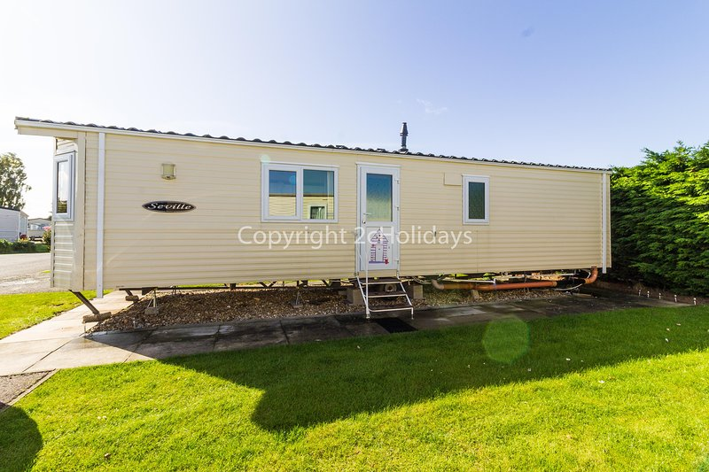 Lovely mobile home with beautiful furnishes.