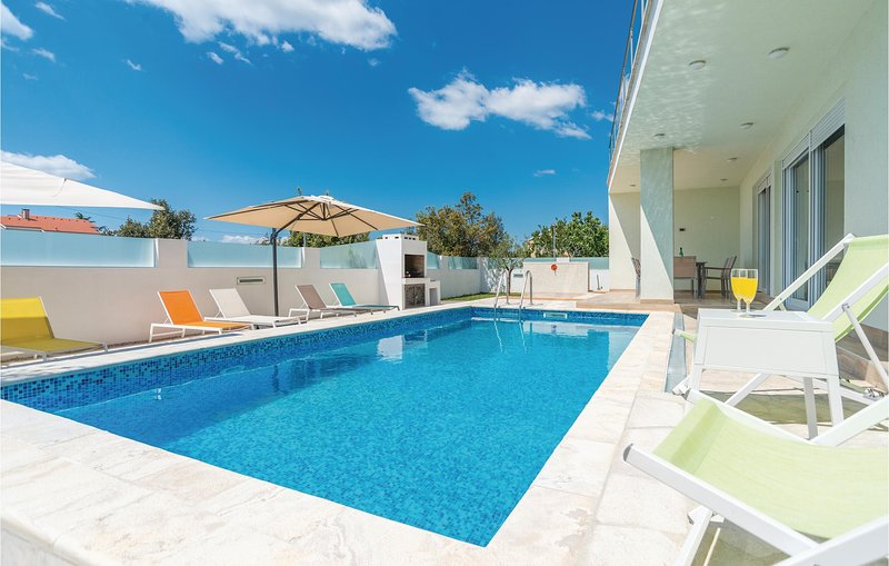 Stunning home in Kakma with WiFi and 4 Bedrooms (CDZ759), holiday rental in Polaca