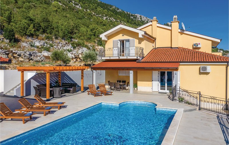 Amazing home in Vrgorac with WiFi and 4 Bedrooms (CDF546), holiday rental in Vrgorac