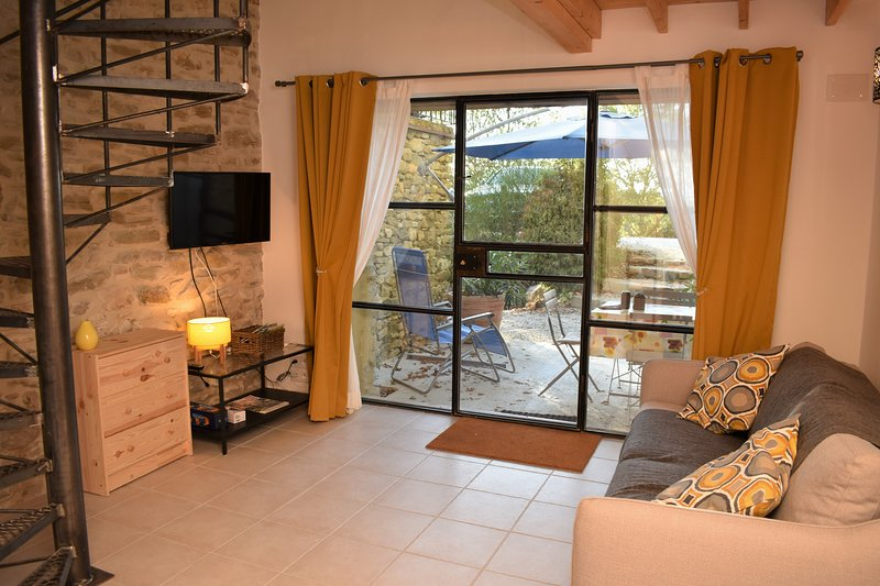 Les Beaux Chenes-old Dromois stone-built Mas with swimming pool - Le Tournesol, vacation rental in Charols