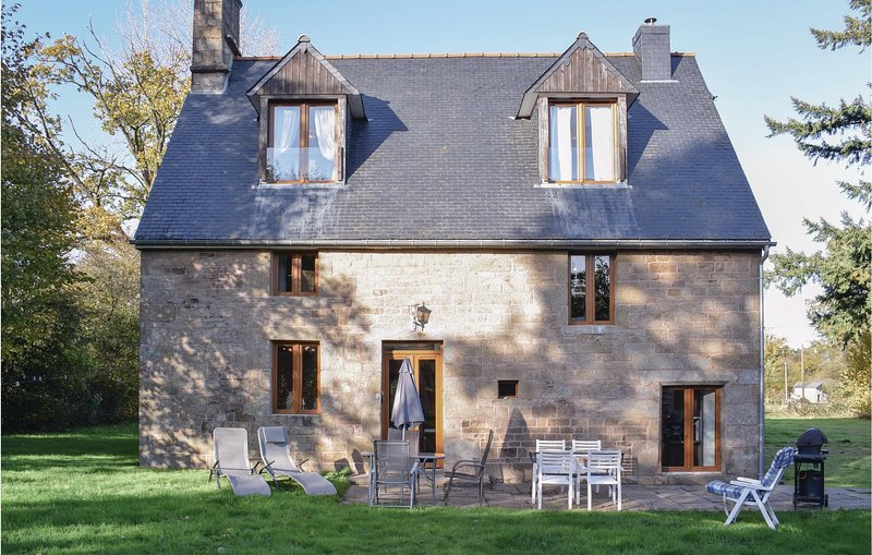 Stunning home in Saint Manvieu Bocage with 3 Bedrooms (FNC029), holiday rental in Sourdeval