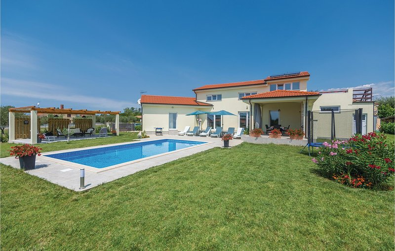Awesome home in Labinci with WiFi and 2 Bedrooms (CIE674), holiday rental in Kastelir