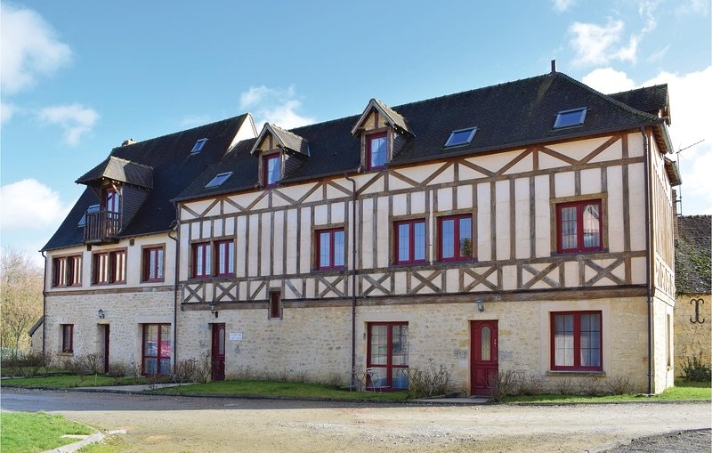 Stunning home in Bellême with WiFi and 3 Bedrooms (FNO028), location de vacances à Le Mêle-sur-Sarthe