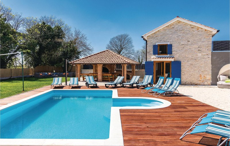 Amazing home in Bibici with Outdoor swimming pool, WiFi and 4 Bedrooms (CIC003), holiday rental in Bibici
