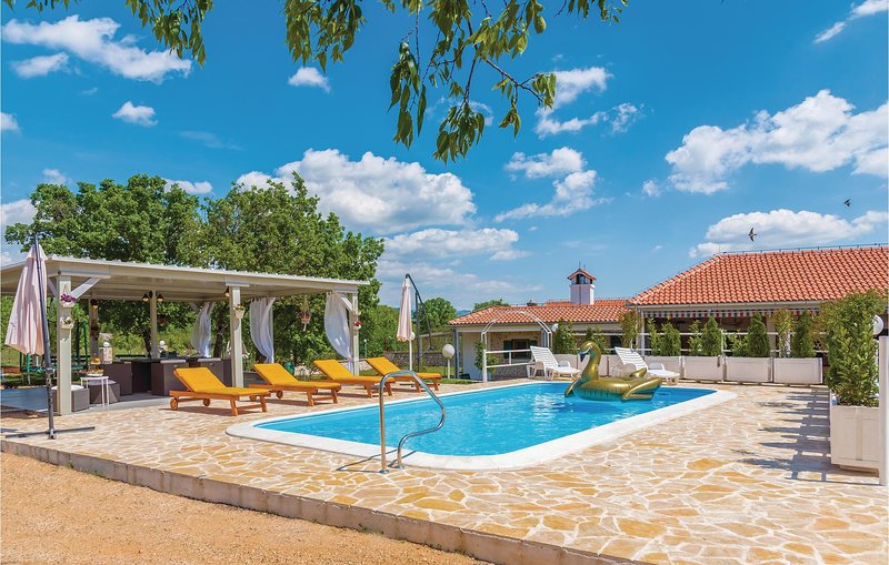 Beautiful home in Unesic with WiFi and 3 Bedrooms (CDV017), holiday rental in Prgomet