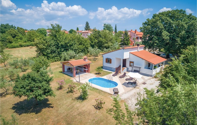 Awesome home in Svetvincenat with WiFi and 3 Bedrooms (CIC510), location de vacances à Jursici