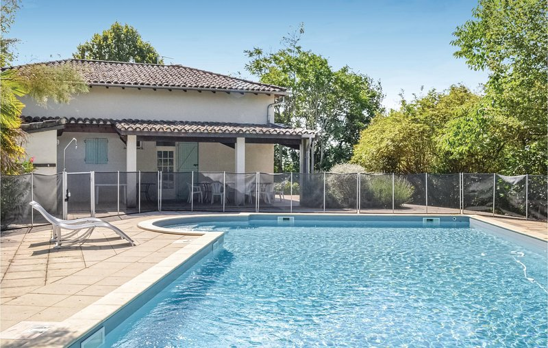 Amazing home in Moissac with 6 Bedrooms and WiFi (FMN702), alquiler vacacional en Boudou