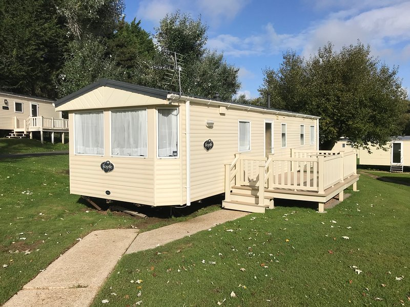 3 Bedroom Caravan (KG37), Shanklin, Sleeps 6, Dog Friendly, Free WiFi, location de vacances à Shanklin