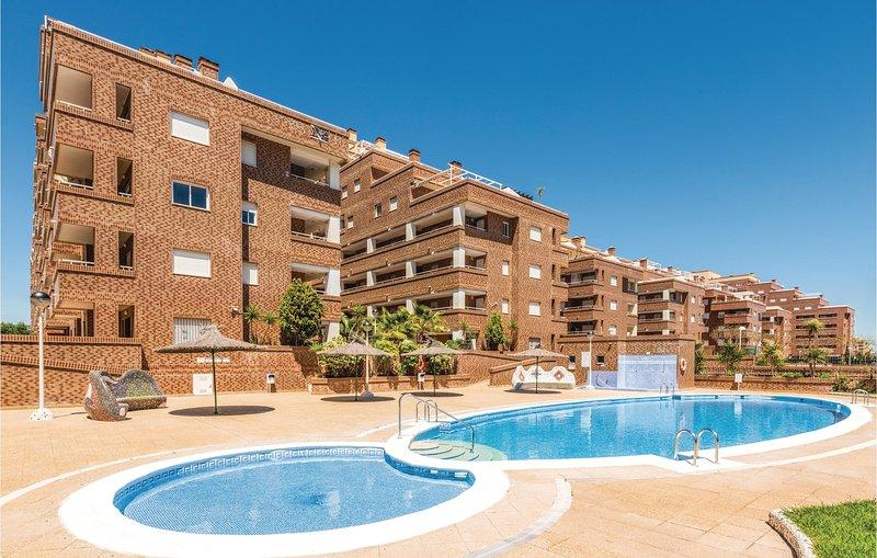 Stunning home in Oropesa del Mar with Outdoor swimming pool, Outdoor swimming po, alquiler de vacaciones en Cabanes