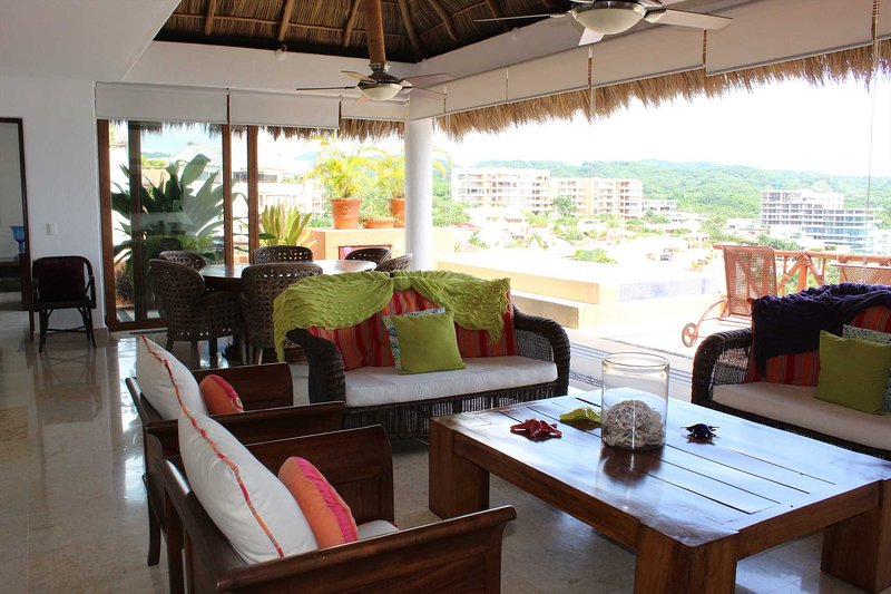 New listing....4 Bed 4 bath two level penthouse with private pool, beach club an, holiday rental in La Cruz de Huanacaxtle