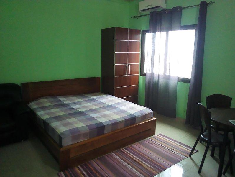 Chambre privative - Couple - Amis , Propre Confortable - Bon séjour - Brazzavill, holiday rental in Brazzaville
