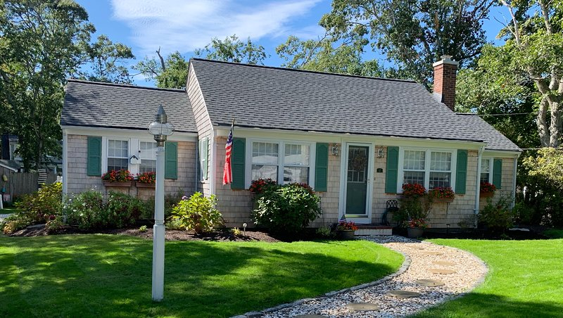 Karen's Cape House - w/ AC; .2 Mi to Wings Cove Beach 1.8 Mi to Bass River Beach, holiday rental in South Yarmouth