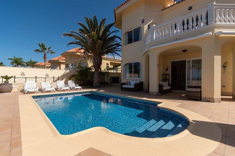 Parque Tropical 5 - Three Bed Villa, holiday rental in Los Cristianos
