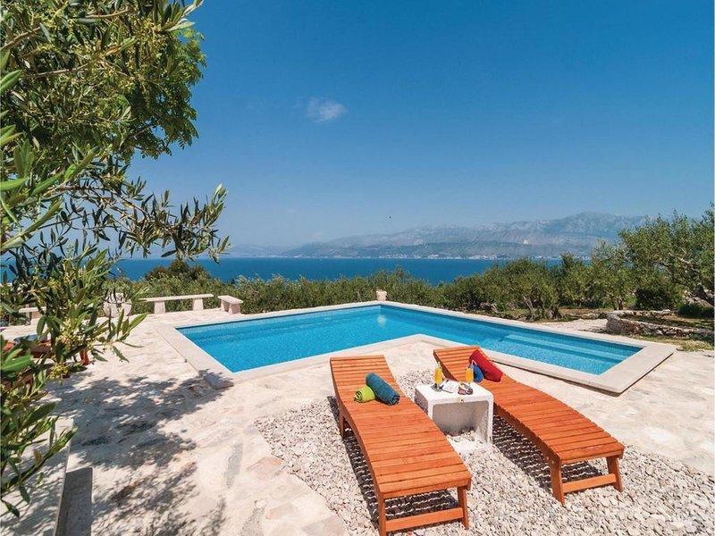 Holiday house Vicini Dvori with heated pool, location de vacances à Postira