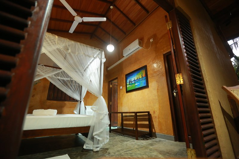 Four separate cabanas rooms with all the facilities, holiday rental in Habaraduwa
