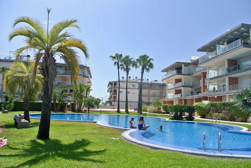 Apartamento nuevo en la playa- MET- Oliva Nova Golf, holiday rental in Oliva