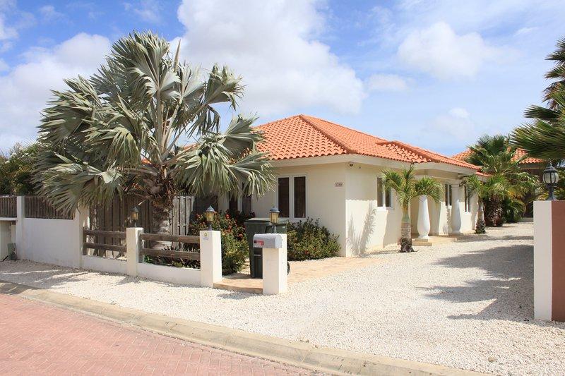 Kunuku Villa, vacation rental in Oranjestad