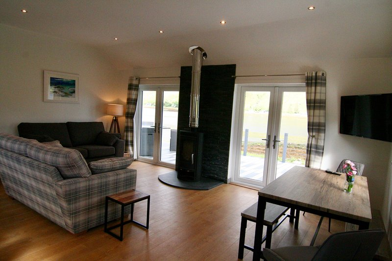 'Arras Beag' Lochside cottage, vacation rental in Drumbuie