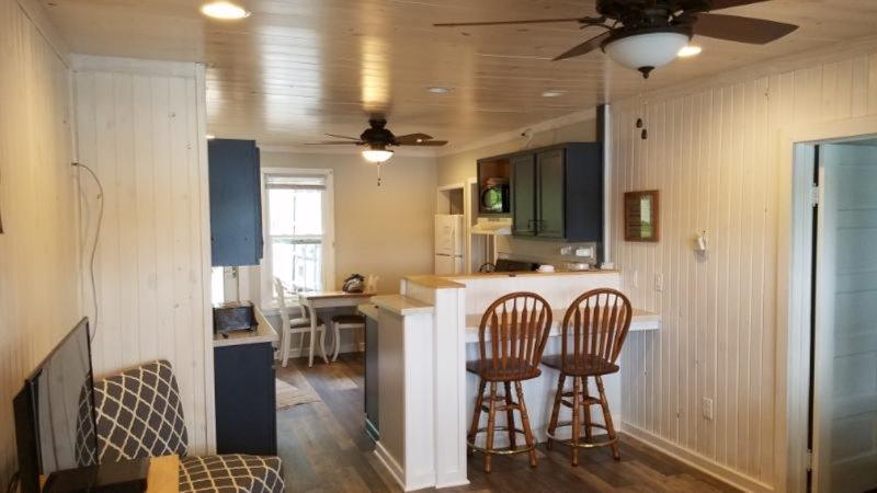 Cabin Retreat on Waupaca's Chain O'Lakes #1, location de vacances à Saxeville