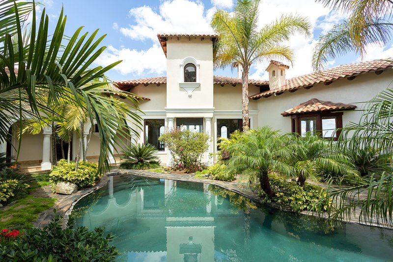 7 Bedrooms Mansion in Jamaca de Dios, Jarabacoa, Dominican Republic!, holiday rental in Jarabacoa