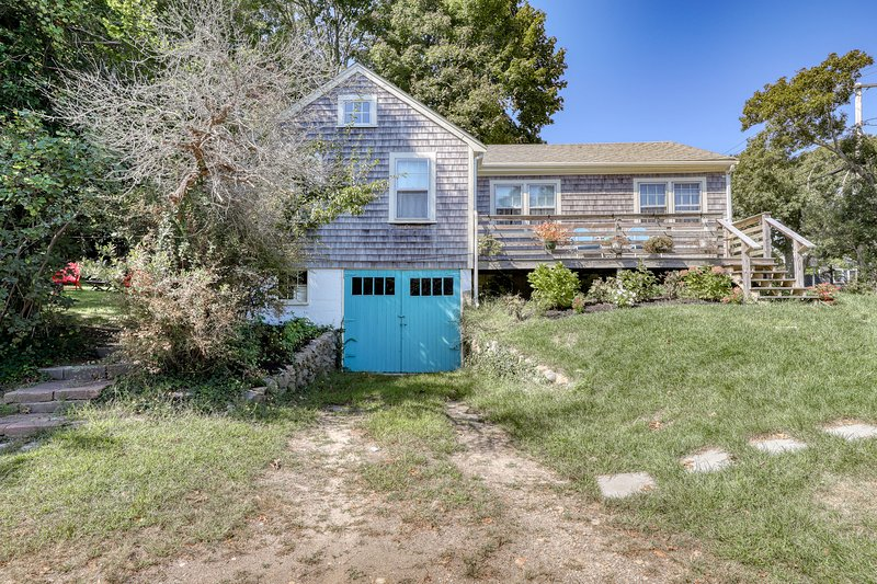 Charming, dog-friendly home near beaches and marina!, vacation rental in Vineyard Haven