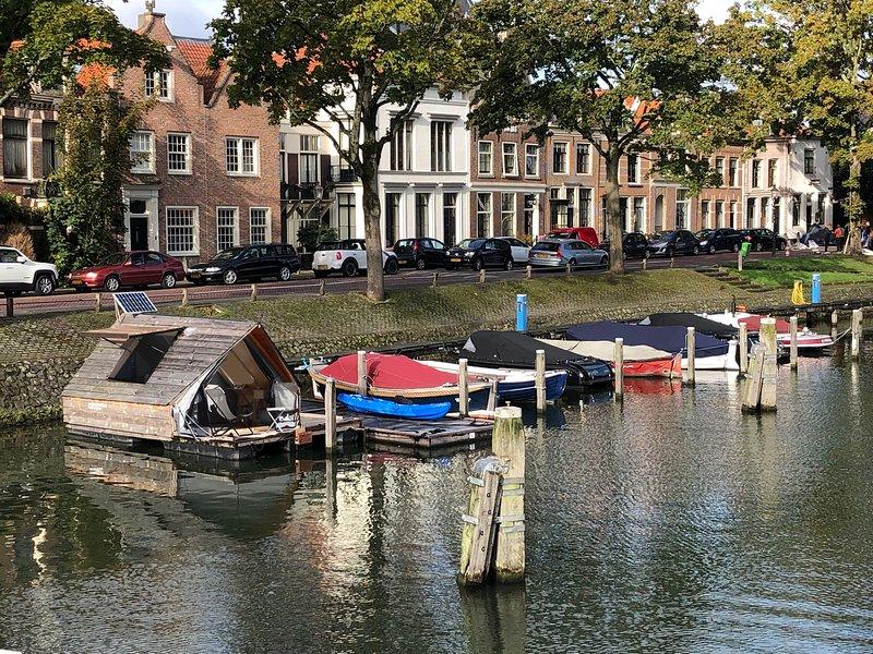Slapen in de haven van Weesp, holiday rental in Baambrugge