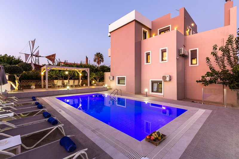 Villa Kalli - brand new Villa with private swimming pool - 10' from Old Town !, holiday rental in Adelianos Kampos
