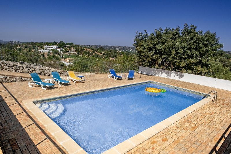 2 bedrooms Home, Private Pool, Seaside view, alquiler vacacional en Faro