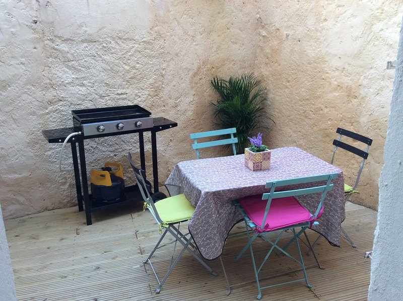 Beautiful house with terrace, holiday rental in Bessan