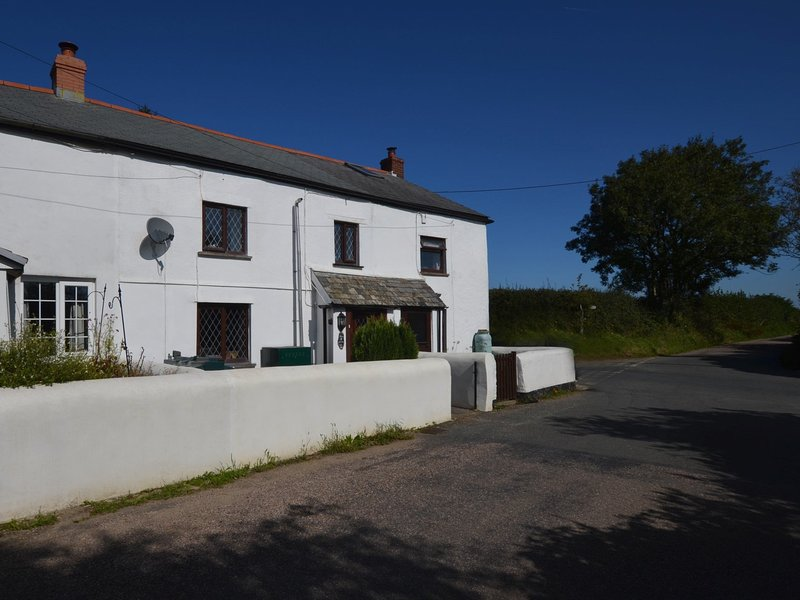 Lovely rural setting with amenities close by