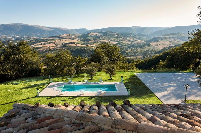 Case San Martino Villa Sleeps 10 with Pool - 5813830, location de vacances à Belforte del Chienti