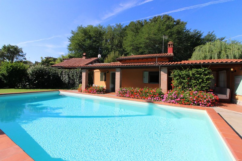 Sergine di Sotto Villa Sleeps 5 with Pool and Air Con - 5490414, vacation rental in Levane