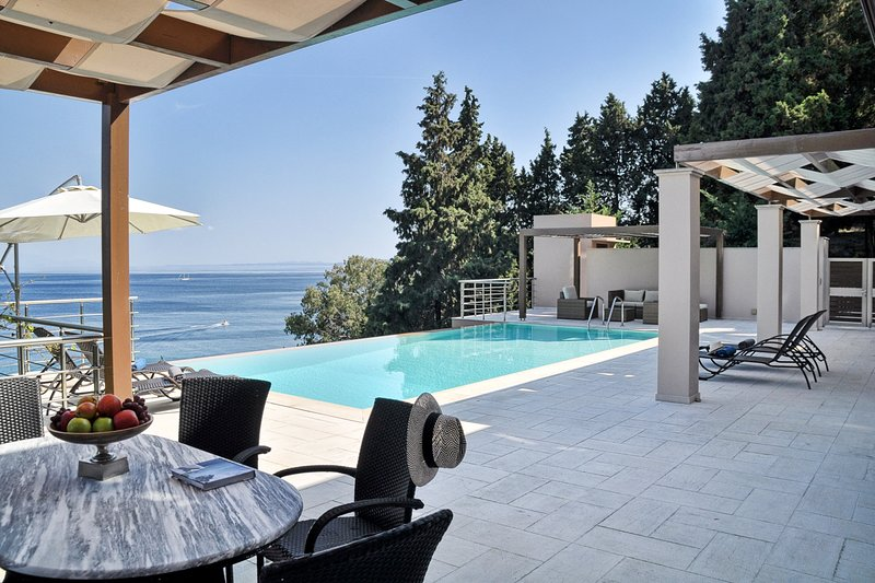 7 bedroom Villa with Pool, Air Con and WiFi - 5814015, holiday rental in Achilleio