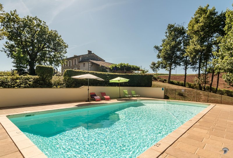 Puycelsi Villa Sleeps 8 with Pool and WiFi - 5604554, holiday rental in Puycelci