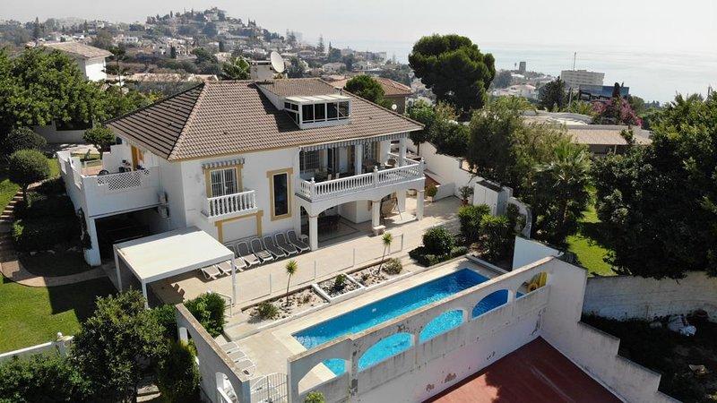 Sunny Villa, Large Private Pool, Sea and Mountain Views, Aircon, Wifi, Parking., alquiler de vacaciones en Benalmádena